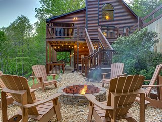 Beautiful mountainside cabin w/ hot tub, pool table, 3 decks & great views!