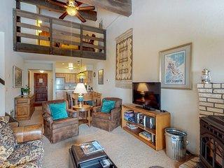 Cozy condo w/ furnished balcony & mountain views - near skiing, biking, & hiking