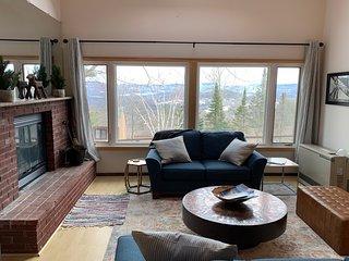 Cozy Sugarbush condo w/ beautiful mountain views - close to skiing