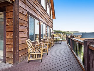Lake view cabin w/ Ping-Pong/pool tables, home theater & shared pool/tennis!