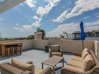Modern home w/ gas fireplace, rooftop patio, & ocean views - close to the beach!