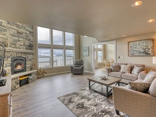 Water front, beach front & view family friendly home w/ WiFi!