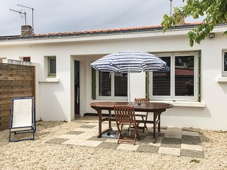 Stunning home in La Tranche-sur-Mer w/ 2 Bedrooms (FVE265)
