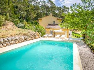 33872 quietly located 4 bedroom, 2 bathroom villa, private pool, BBQ centre 4 km