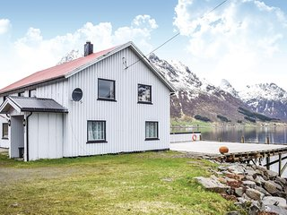 Stunning home in Svolvaer w/ 3 Bedrooms (N39084)