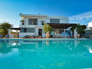 Azalea, private 4 bed villa with panoramic sea views