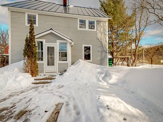Charming, family friendly home w/ full kitchen & wood stove - close to downtown