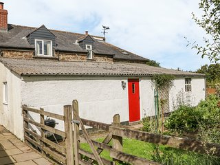 BARN COTTAGE, sleeps six, AGA, garden, High Bickington, Ref 955864