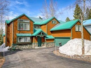 Family-friendly home w/ shared pool, hot tub, gym - near hiking, biking, skiing