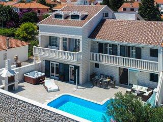 Beautiful 4-Bedroom Villa with great swimming pool