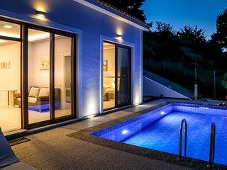 Bay View Villa - 2 bedroom beachfront villa with private swimming pool.