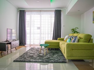 Colourful, Luxurious 2 BDR Apartment in Kileleshwa