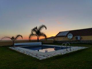 Estupenda casa rural con jardin y piscina privada entre plataneras.