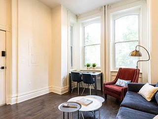 1br in Historic DuPont Circle Walkup - (Parking available!)