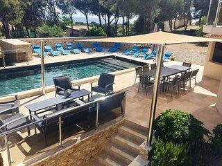 Villa Ma Paulo 300M2,  bord de mer, 3500m2 terrain privatif, 16 pers, seminaire