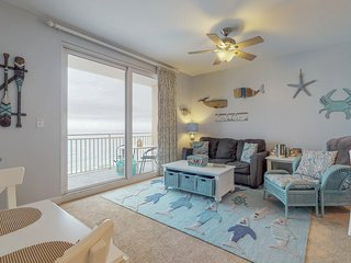 Beachfront West Tower condo w/heated pools, hot tub & beach chair service