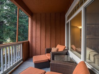 Family-friendly condo w/ deck & golf course views - minutes from Lake Wenatchee!