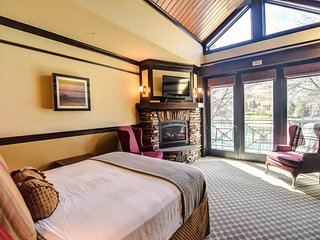 Lakeview suite w/ fireplace, spa tub and on site restaurant.