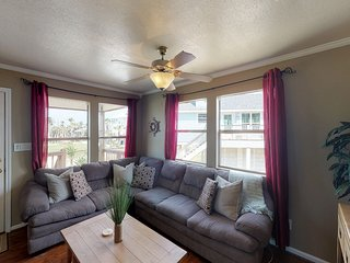 Dog-friendly rental w/ a furnished patio - close to the beach!