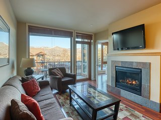 Luxury suite w/ private balcony mountain views, shared indoor pool/hot tub