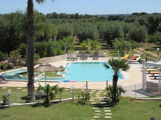 Tenuta Placella with swimming pool and lovely garden. 5 km from sandy beach
