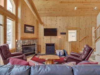 Lovely home w/ a cozy fireplace, deck, shared pool, gym, hot tub, & tennis