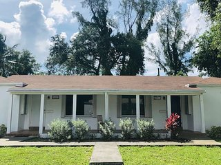 Biscayne Park Gem - 2/1 Cottage - Near Beaches
