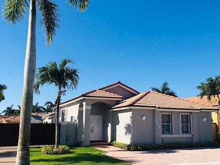 Modern Spacious Home-Near FIU/Dolphin Mall/Airport