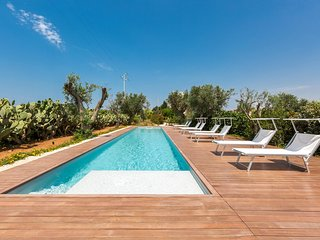 4 bedroom Villa with Pool, Air Con and Walk to Beach & Shops - 5803304