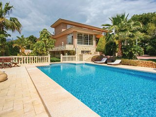 Stunning home in La Nucia w/ Outdoor swimming pool, WiFi and 4 Bedrooms