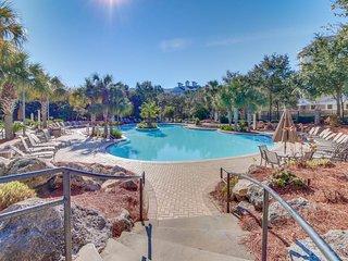 Gorgeous, ground floor studio w/ a shared pool, hot tub, tennis, & beach access