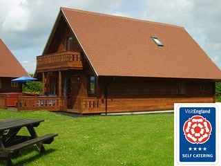 Melbury Chalet (V B 4*) with own hot tub