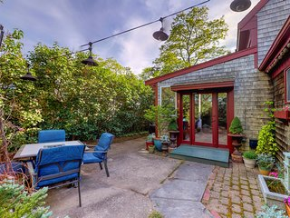 Beautiful condo in downtown Provincetown - close to the water & dog-friendly!