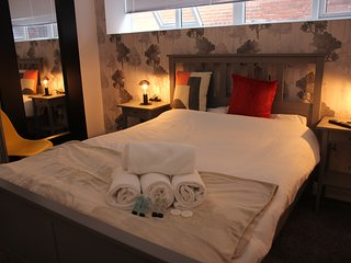 The Banker's Suite. Sheffield City Centre. Sleeps 6.