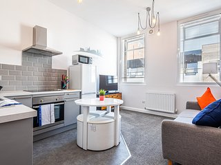 The Steel Broker's Apartment, Sheffield City Centre. Sleeps 4.