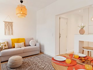 Colourful 1 bedroom flat in gorgeous Belem