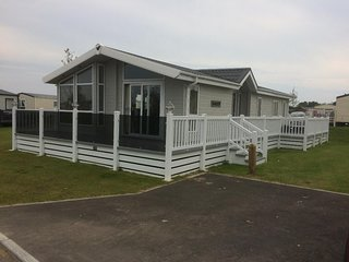 Tattershall Lakes Prestige Lodge With Hot Tub