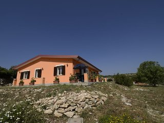 4 bedroom Villa with WiFi - 5296336
