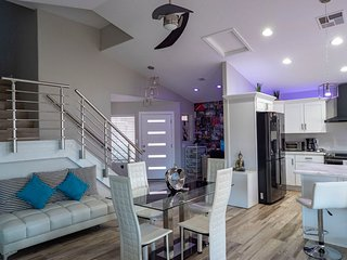 Contemporary room by Downtown Chandler(1st floor)