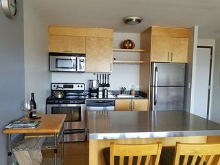 Downtown condo with free parking