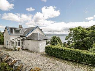 GLENASHDALE, woodburner, WiFi, dog-friendly, detached cottage, Dunoon, Ref 12582