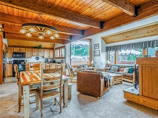 Ski-in/ski-out condo w/ private hot tub, walk to Mtn. Village Plaza