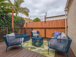 Charming studio w/ spacious patio - easy drive to beaches/SeaWorld!