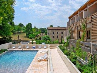 Appartement cosy à Barjac | Piscine extérieure + Emplacement parfait