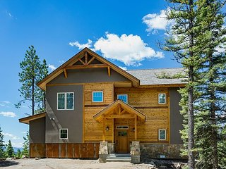 Brand New Custom Home with Large Decks - Amazing Views - Pool Table