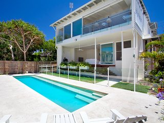Luxury Family Beach House - Beach Holidays Noosa