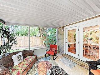 Quiet Retreat with Screened Porch & Fenced Backyard: Near Beach &  Charleston