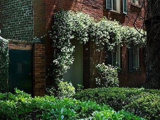 Historic Tattnall House with Lush Garden!