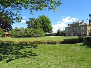 PLAS YOLYN, detached Grade II* listed manor, with en-suites, hot tub, games