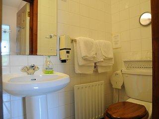 Twin Room Bathroom.